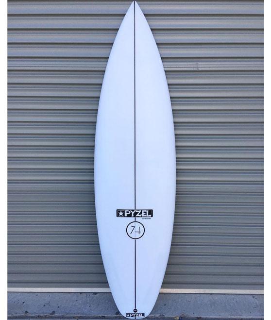pyzel_surfboards_modele_74_dane_reynolds